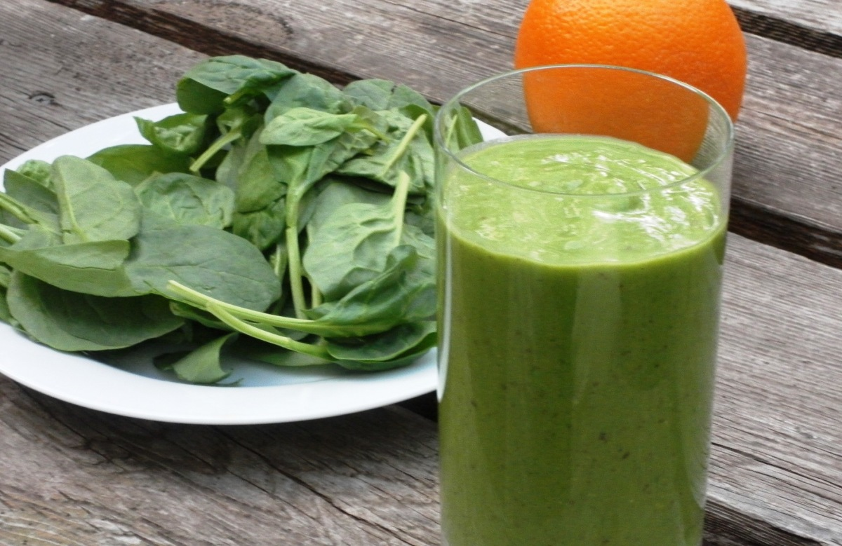 Orange, Spinach & Pineapple Smoothie Recipe For Breast Cancer Prevention