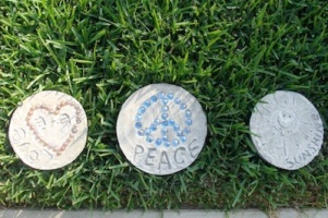 Make Your Own Super Cute Stepping Stones