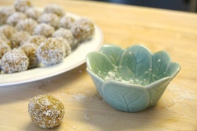 Carrot Cake Ball Recipe That is Sugar Free and Vegan