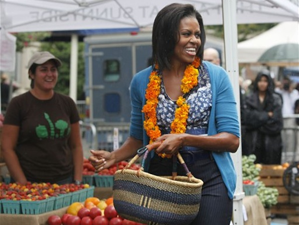 Michelle Obama Shopping At A Farmers Market For Fruits & Vegetables