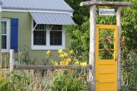 Yellow Garden Gate Dor For Heaking Garden